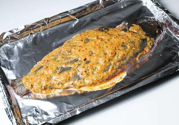 Готовим ужин: камбала в духовке с гарниром (видео рецепт)